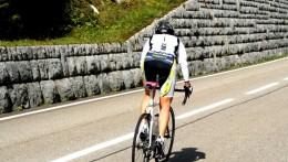 Saint-Ursanne | Meine Wenigkeit (Bettina Metzler) im Wiegetritt... sicherlich < 10 km/h 🚴