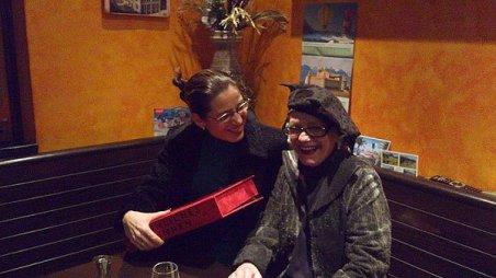 Ruth Kissling überreicht mir im März 2013 ihr Werk «SINNLICHES SINNEN»